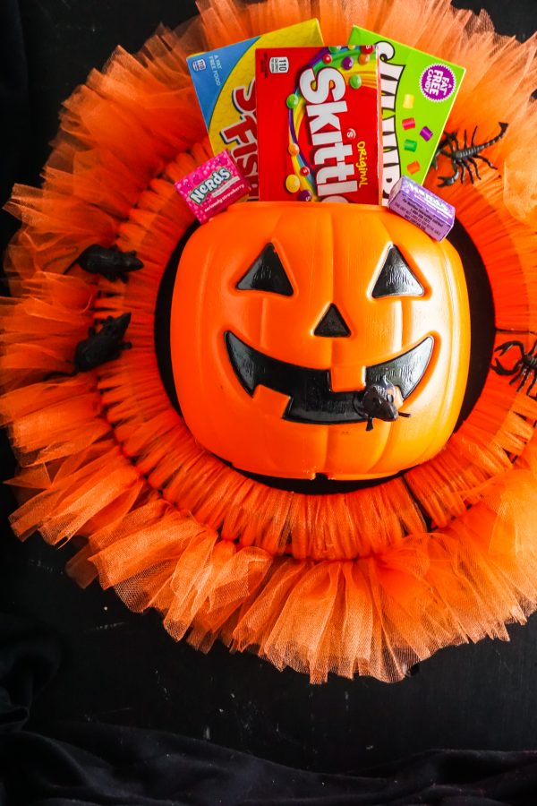 Candy bucket Halloween wreath