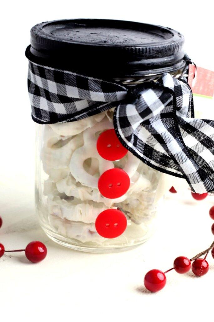 Snowman mason jar pretzels